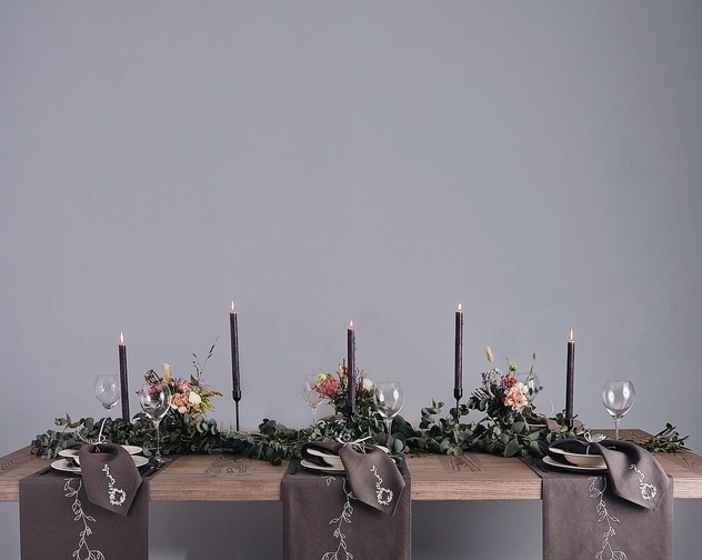 Wild Collection Grey Wreath Linen Table Runner 1