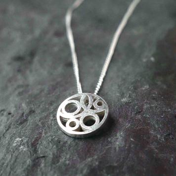 Dainty Flow pendant
