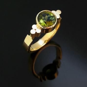 Triscele Ring