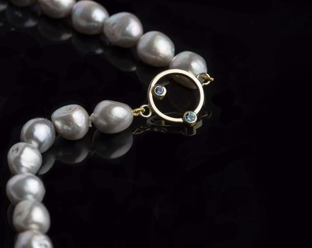 Alex Thiel Goldsmith pearls gold topaz sapphire on black min