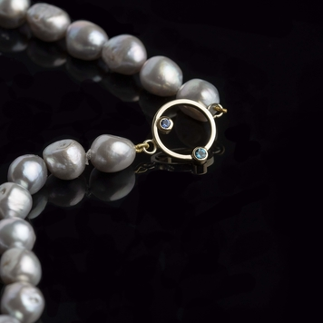 Sapphire in gold and pearls necklace