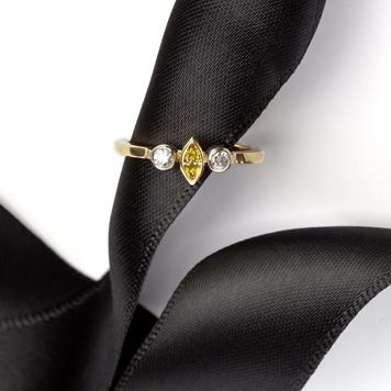 Yellow and white diamonds gold ring