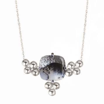 Dendritic agate and blue sapphires necklace