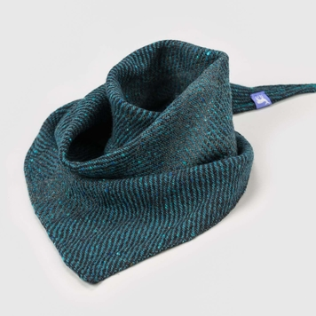 Tonnta glas- Green waves triangle scarf